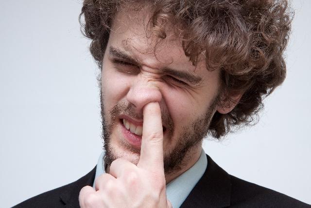 ちょっと待った!鼻毛を抜く行為が実は危険な5つの理由
