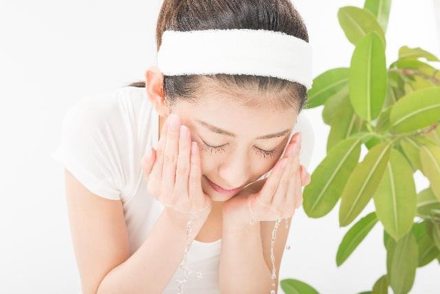 スクラブ洗顔を安全に使う方法と絶対にNGな危険行為